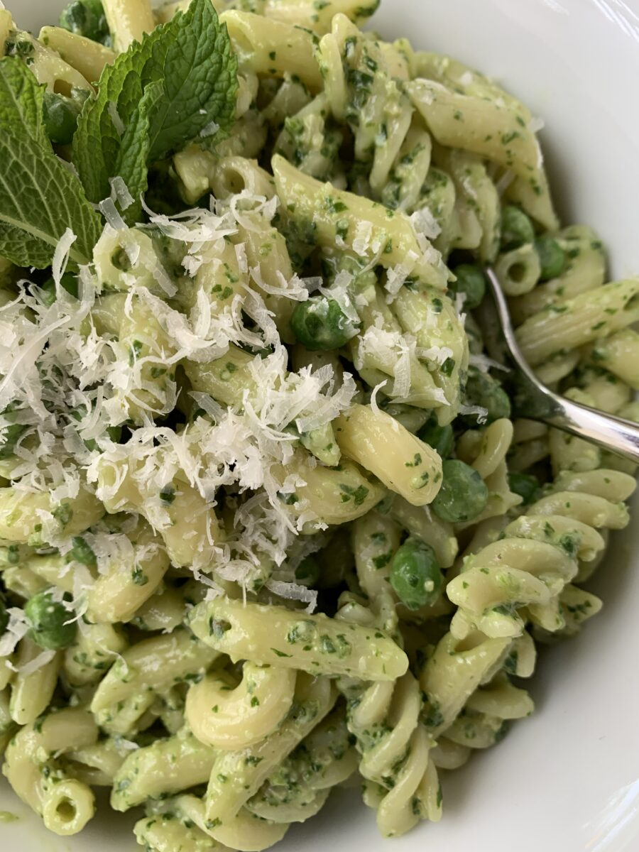 pasta salad with pesto and peas
